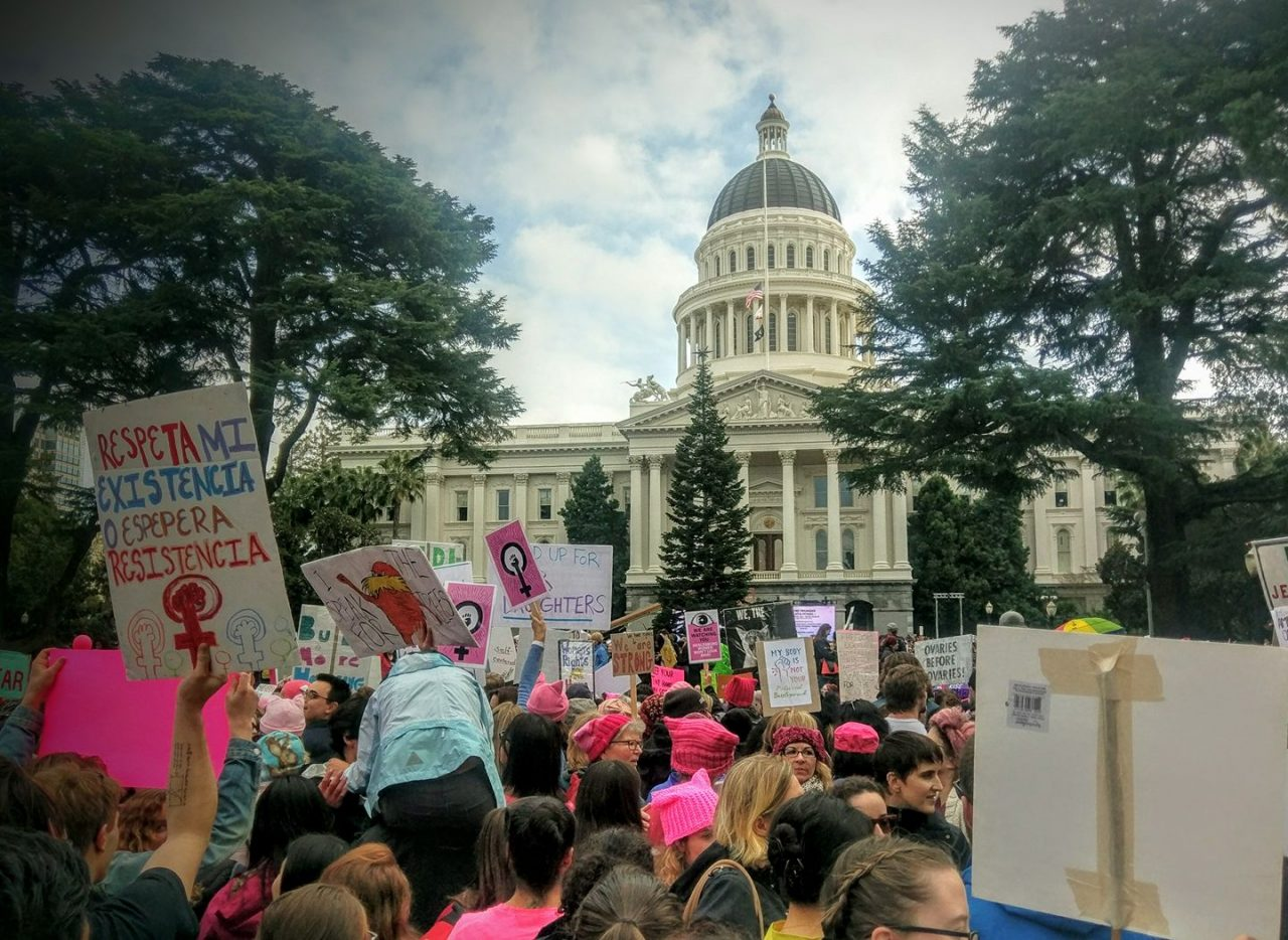 Crowds arrive at California's Capitol for the 2017 Sacramento Women's March. Photo by Jim Heaphy courtesy of Creative Commons