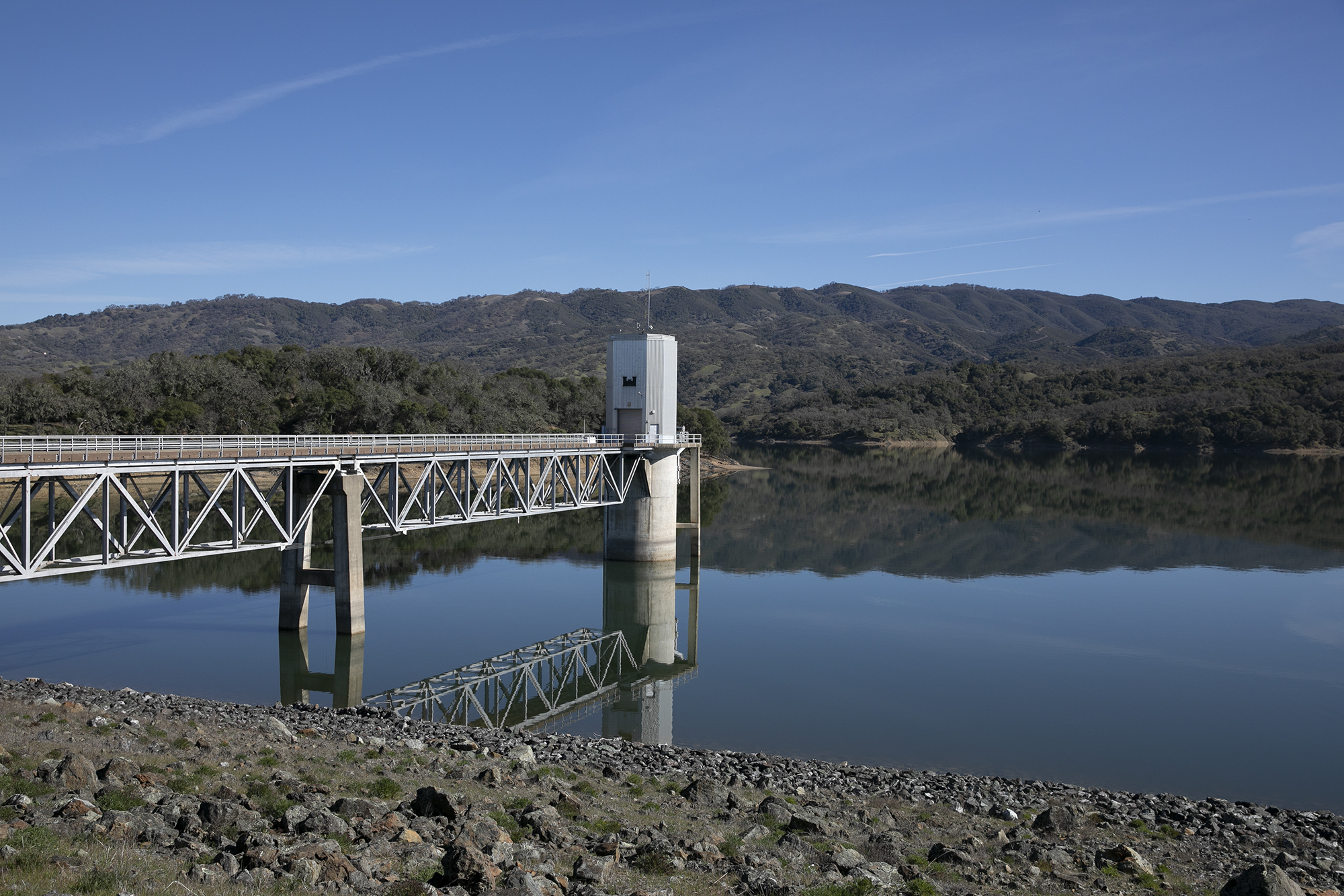The tower that houses the flood gates at Lake Mendocino. Photo by Anne Wernikoff for CalMatters