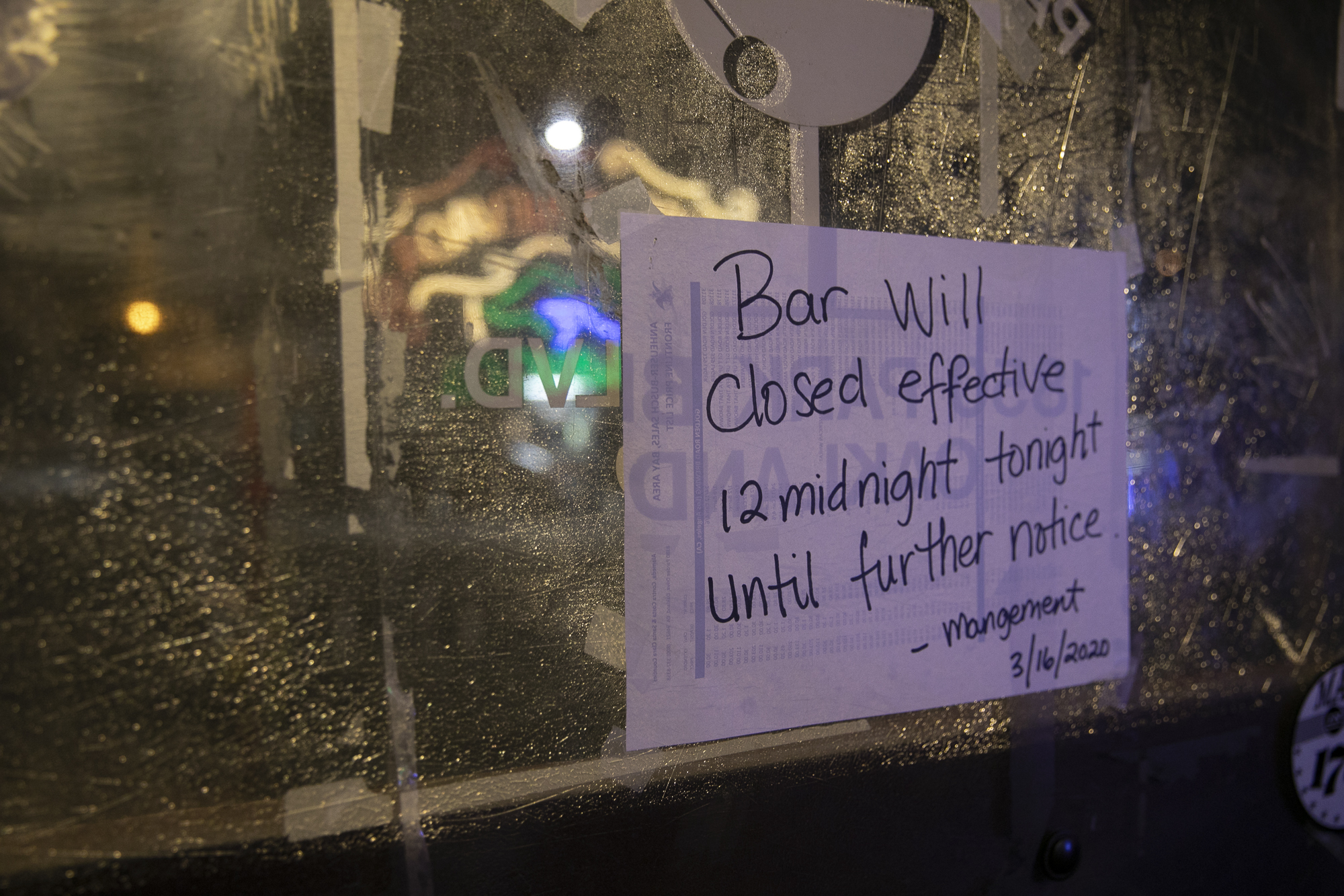 A sign on the Parkway Lounge in Oakland announces indefinite closure. Photo by Anne Wernikoff for CalMatters