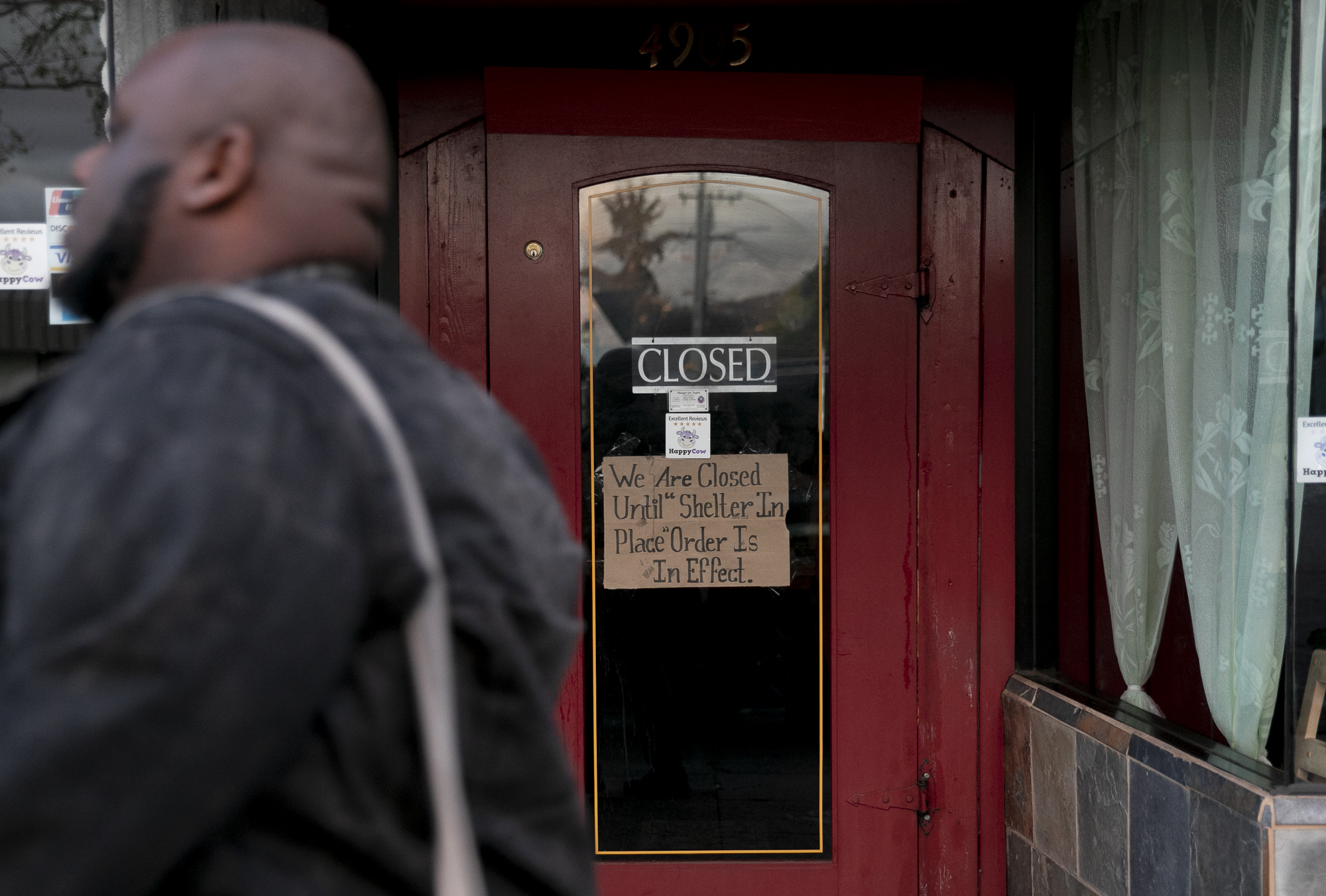 Restaurants and bars across the Bay Area closed on March 16, 2020 following a seven-county directive to shelter in place due to the coronavirus. Photo by Anne Wernikoff for CalMatters