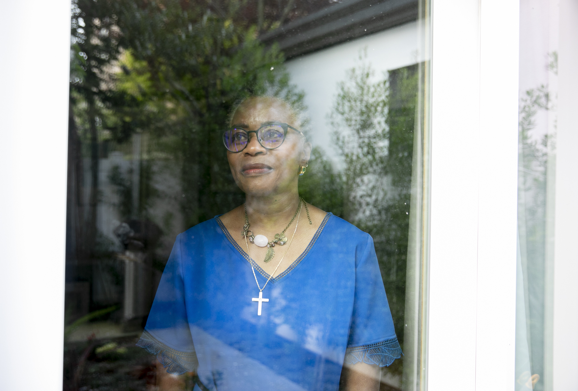 Retired paramedic Jane Smith, who has signed up for the California Health Corps, poses for a portrait at her home in San Francisco. Photo by Anne Wernikoff for CalMatters