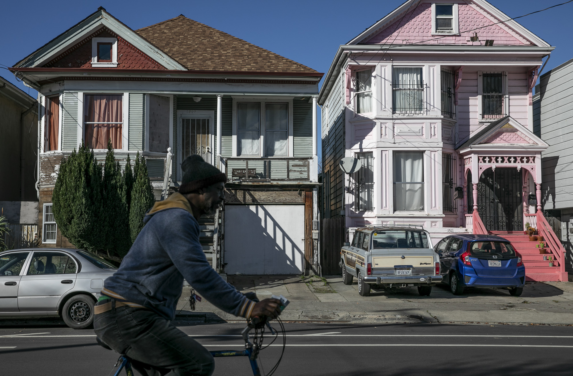 Homes in West Oakland on December 15, 2019. Photo by Anne Wernikoff for CalMatters