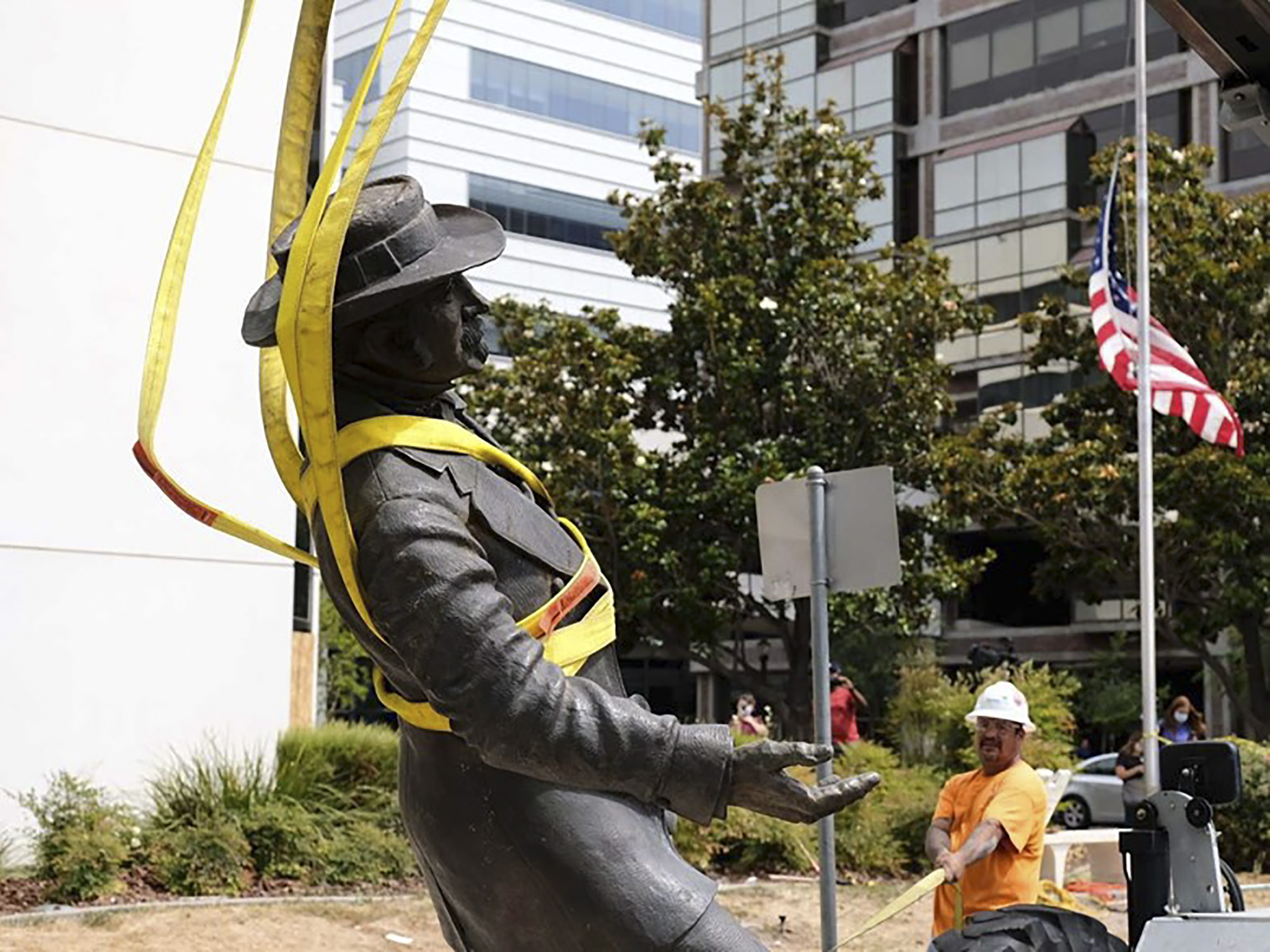 Workers remove the statue of John Sutter outside the Sutter Medical Center in Midtown Sacramento on June 15, 2020. Photo by Andrew Nixon / CapRadio